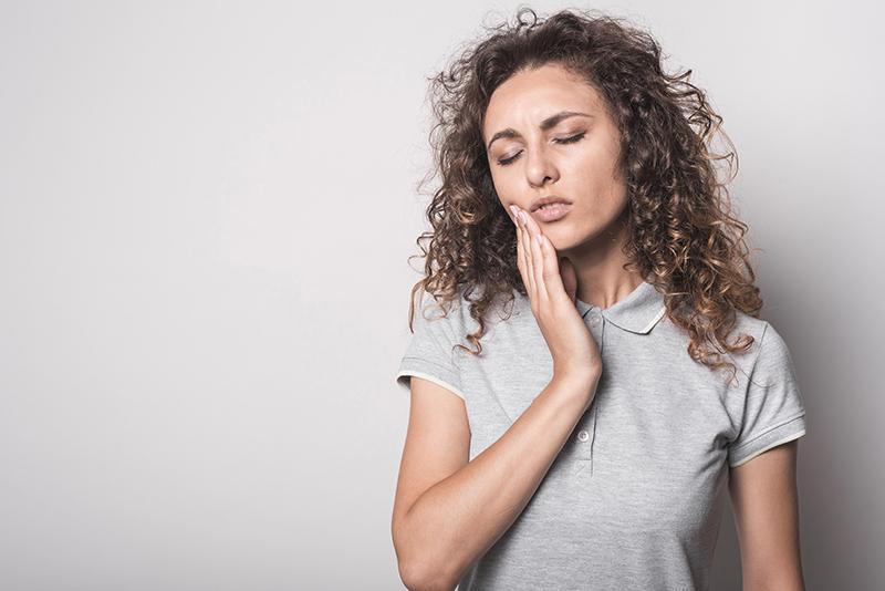 Te 4 nawyki najbardziej niszczą Twoje zęby!
